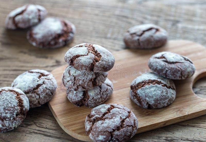 Печенья шоколада на деревянной доске стоковые фотографии rf