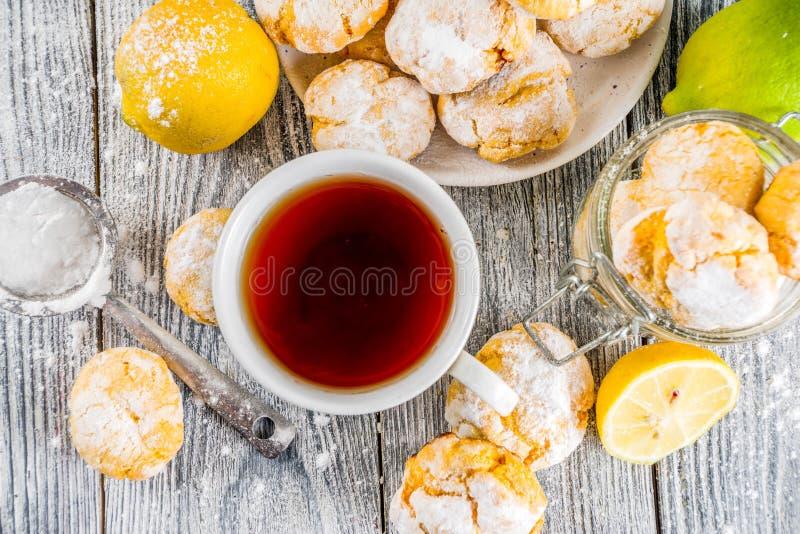 Печенья Crinkle лимона стоковые изображения
