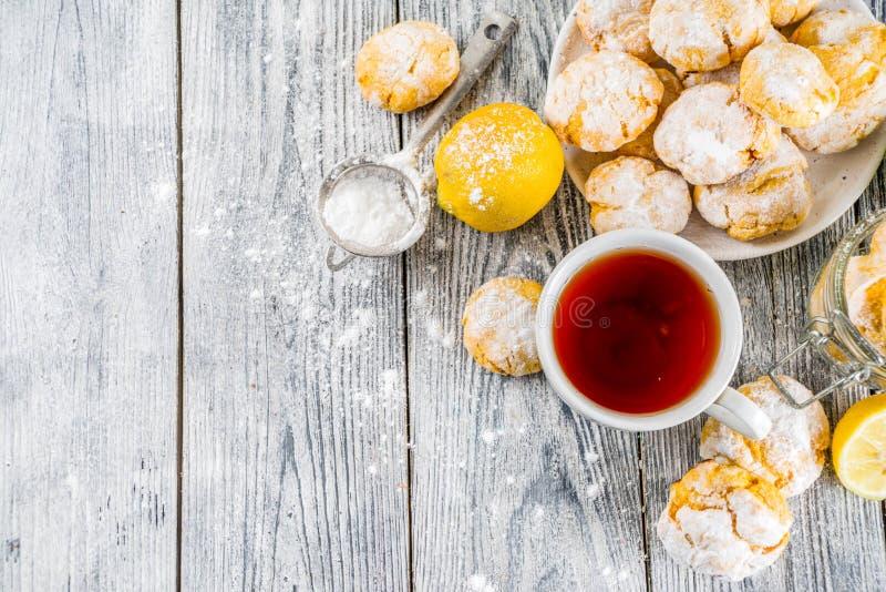 Печенья Crinkle лимона стоковое фото