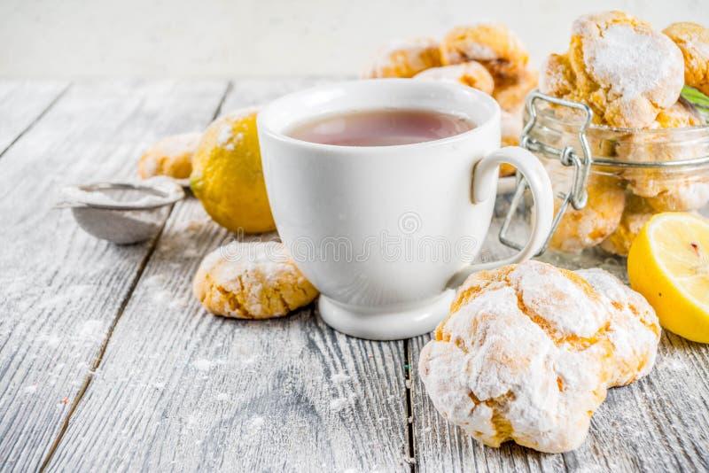 Печенья Crinkle лимона стоковая фотография rf