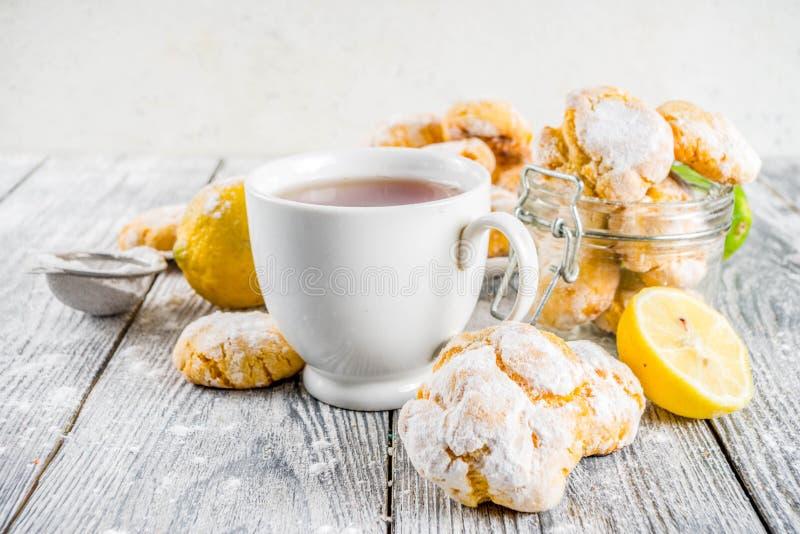 Печенья Crinkle лимона стоковое изображение rf