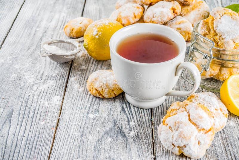 Печенья Crinkle лимона стоковые изображения rf