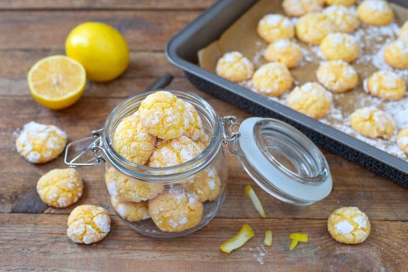 Печенья Crinkle лимона стоковые фотографии rf