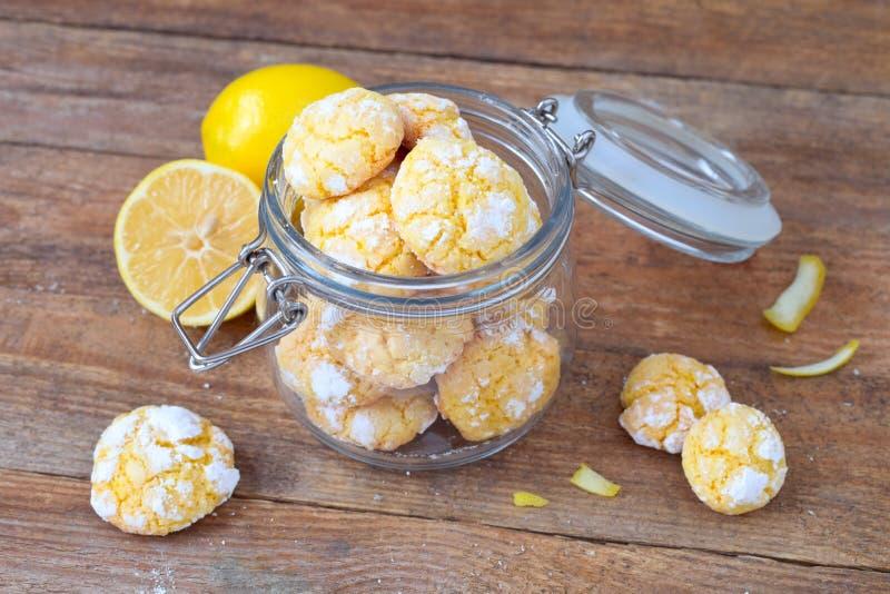 Печенья Crinkle лимона стоковое фото rf