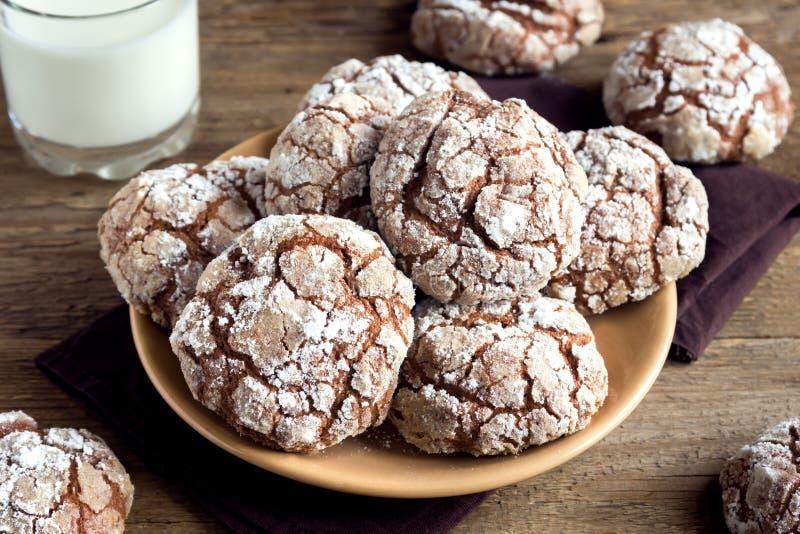 Печенья crinkle шоколада стоковая фотография rf