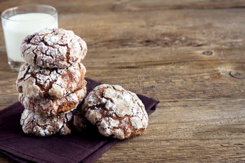 Печенья crinkle шоколада стоковые изображения rf