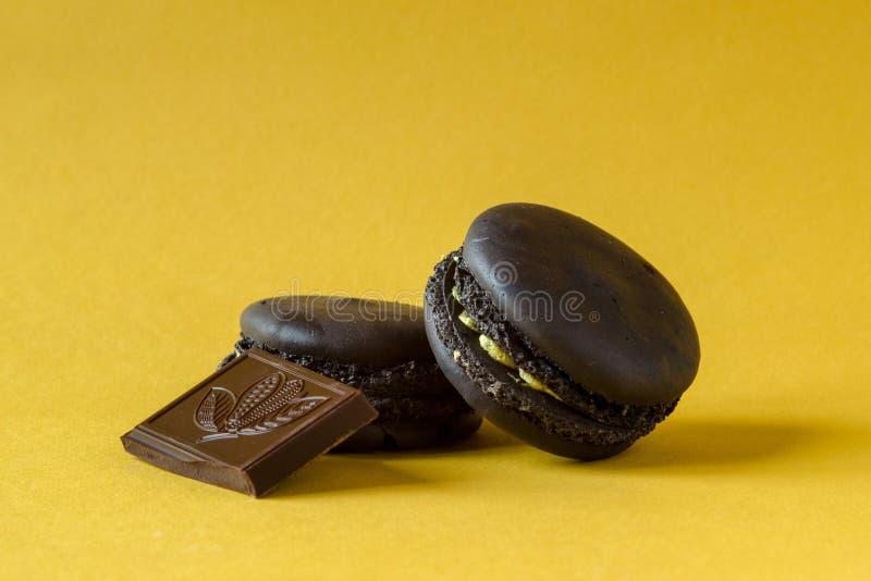 печенья macaron Шоколад-бананов стоковое фото
