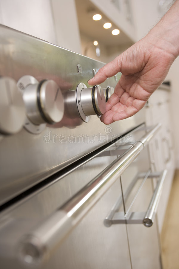 печка кухни руки шкалы стоковые изображения