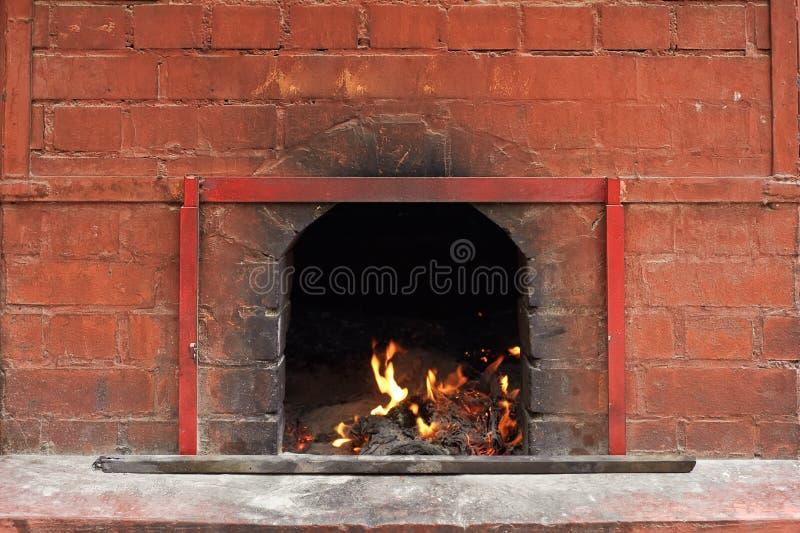 Download печка пожара стоковое фото. изображение насчитывающей печь - 18391478