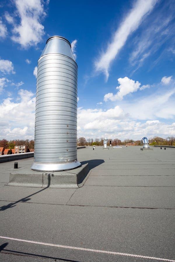 Печная труба на крыше стоковые фото