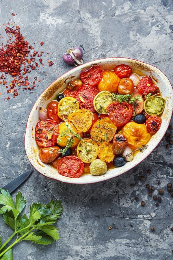 Печь испекла томаты стоковые изображения rf