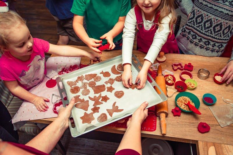 Печь печенья рождества дома стоковые изображения rf