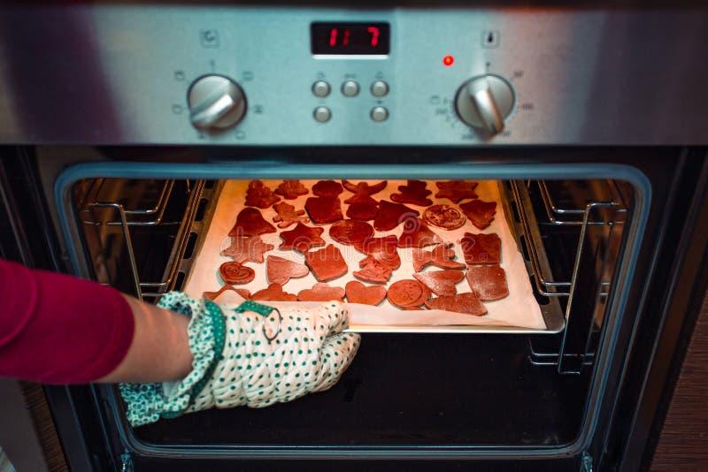 Печь печенья рождества дома стоковое фото rf