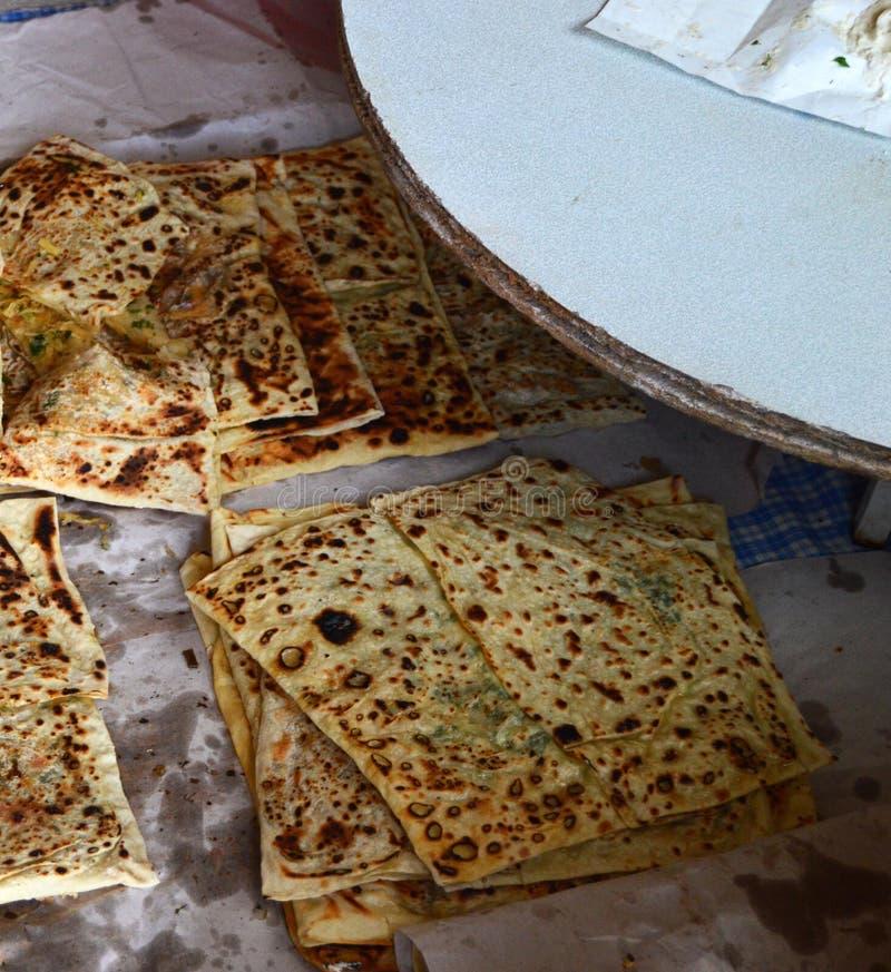 Печь tandır Турции, печь хлеб и пирог в печи tandır стоковые изображения rf
