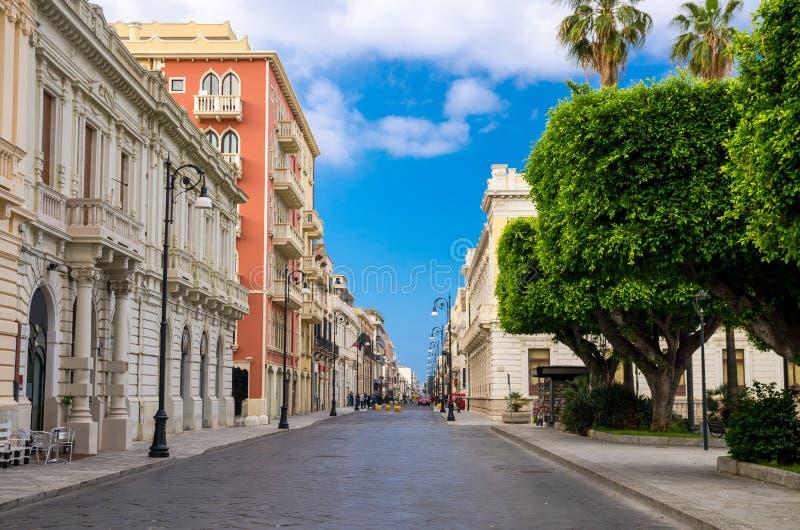 Пешеходная туристская улица Garibaldi Reggio Di Calabria, южный стоковая фотография rf