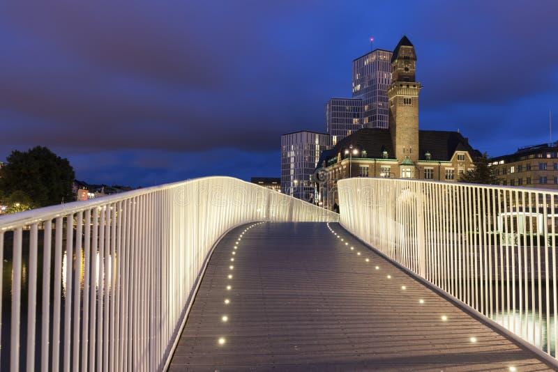 Пешеходный мост в Malmo вечером стоковое фото rf