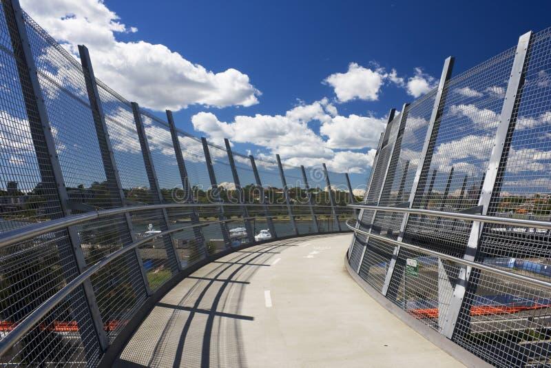 пешеход моста велосипеда стоковое изображение