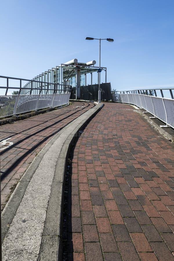 Пешеход и мост велосипедистов в Oldham стоковые изображения rf
