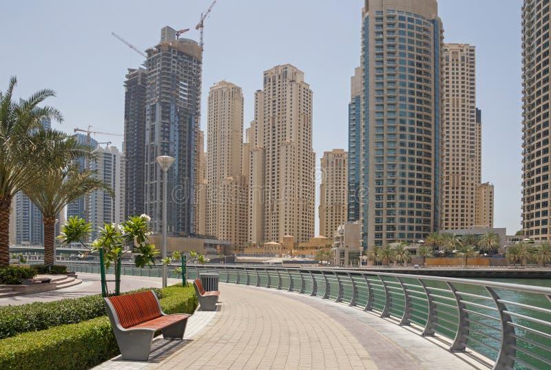 Пешеходная дорожка в Дубай стоковое фото rf