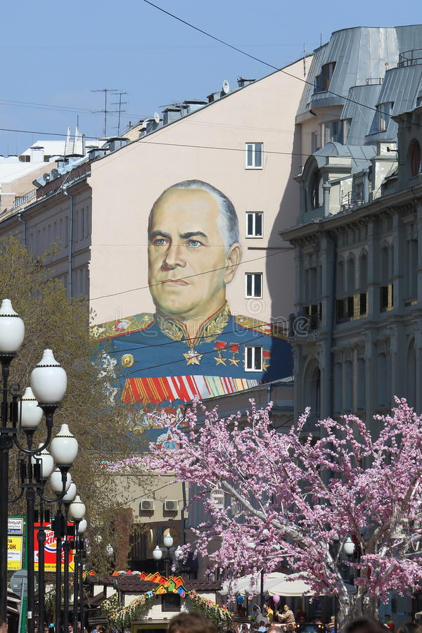 Пешеходная улица Arbat в Москве и большой портрет Zh стоковые фотографии rf