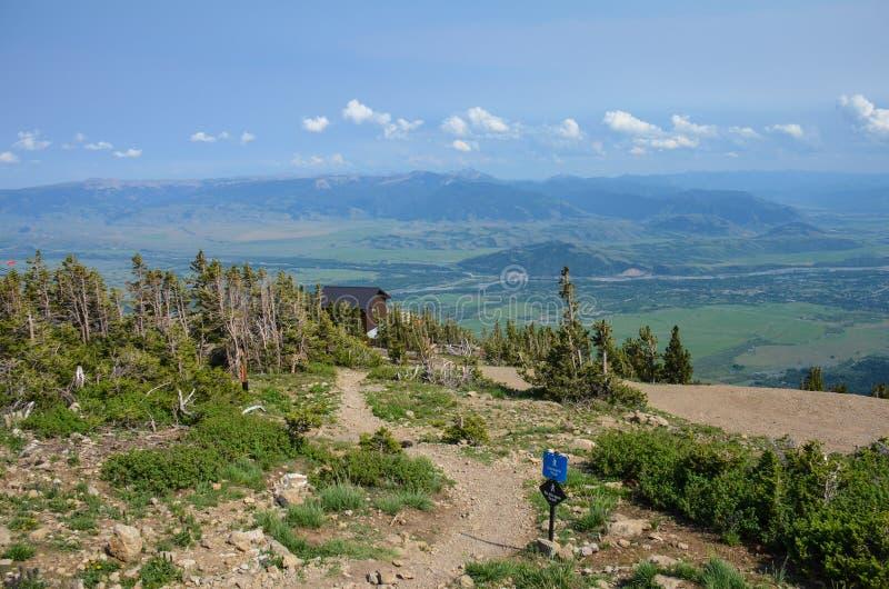Пешие тропы вверху Jackson Hole Вайоминг летом, в больших горах Teton стоковое фото rf