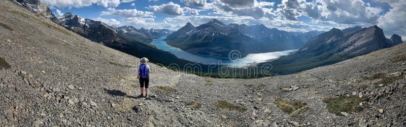 Пеший туризм в канадских скалистых горах стоковое фото