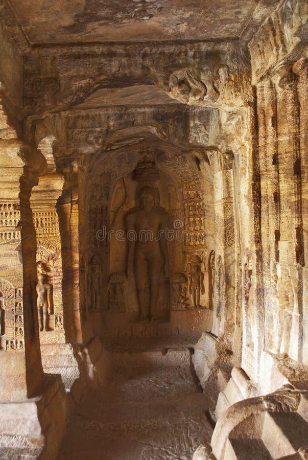 Пещера 4: Высекаенная диаграмма Indrabhuti Gautama Пещеры Badami, Badami, Karnataka стоковые изображения