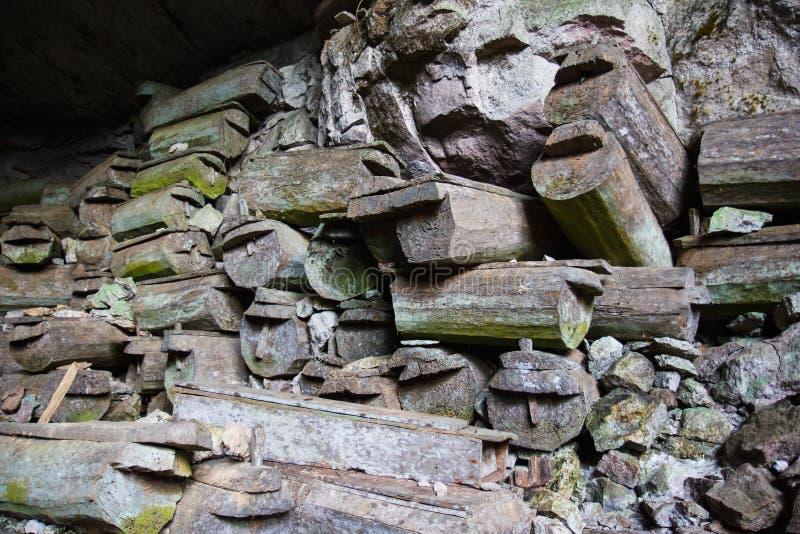 Пещера захоронения Lumiang, Sagada, Лусон, Филиппины стоковые изображения
