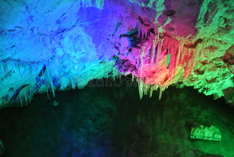 Пещера известняка стоковые изображения rf
