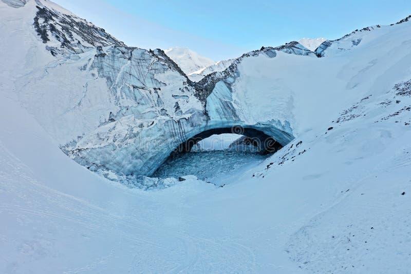 Пещера льда в национальном парке и запасе Kluane стоковая фотография