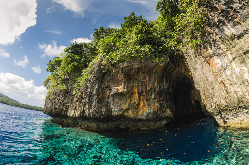 Пещера моря в тропическом Кингдом Оф Тонга стоковые изображения