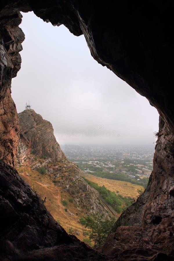 Пещера на горе Sulayman-Too в городе Osh, Кыргызстане стоковое изображение
