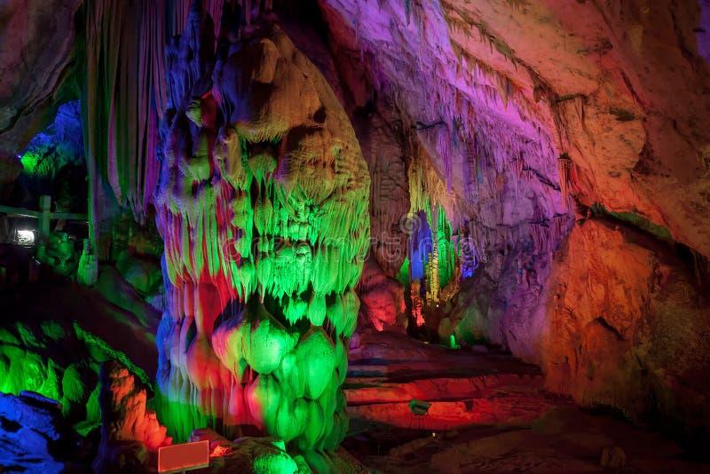 Пещера сталактитов, Китай стоковое фото