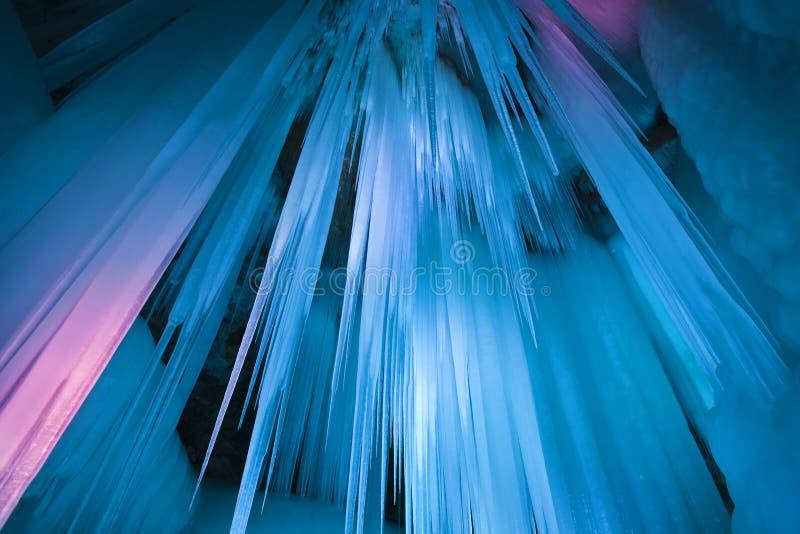 Download Пещера льда тысячелетия стоковое изображение. изображение насчитывающей пейзаж - 33739599