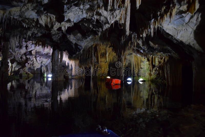 Пещера Diros, Греции стоковая фотография