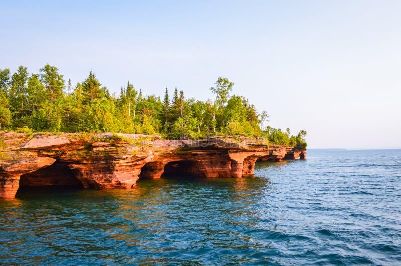 Пещеры моря Devil& x27; остров s в островах апостола Lake Superior стоковые фотографии rf