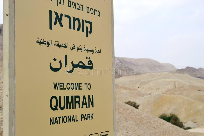 Пещеры Qumran в национальном парке Qumran, где перечени мертвого моря были найдены, поход пустыни Judean, Израиль стоковые изображения rf
