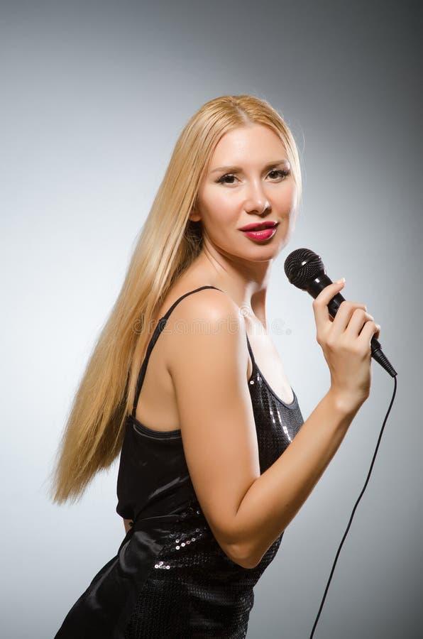 пея женщина стоковая фотография