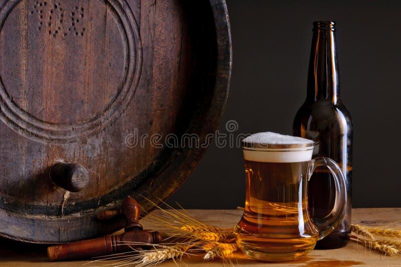 пиво бочонка деревянное стоковое изображение rf