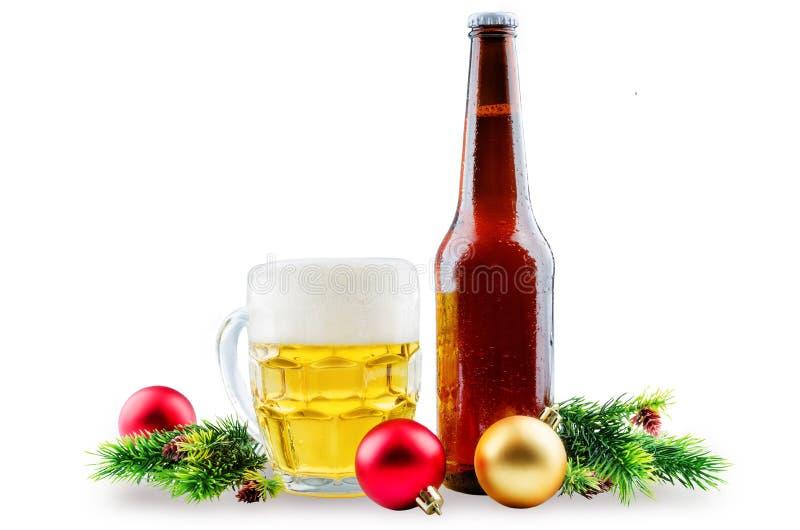 Пиво в бутылке и в стекле с украшением рождества стоковые изображения rf
