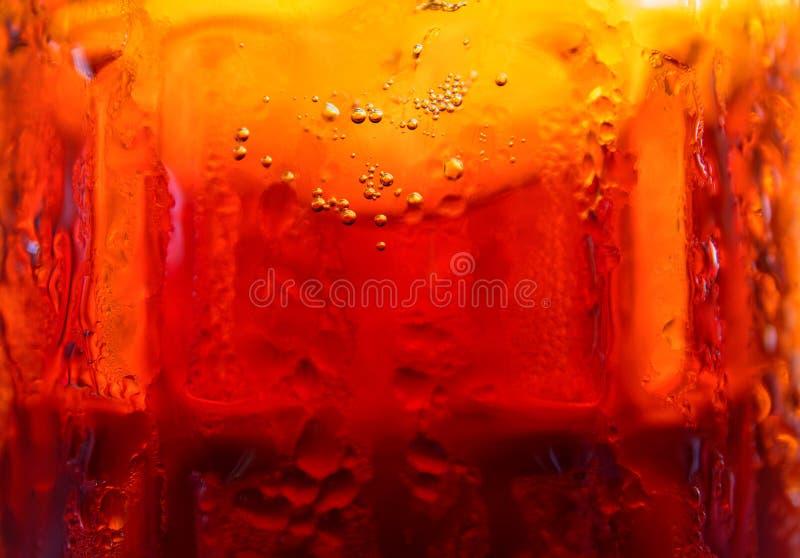 Пиво в стекле, фото макроса Пиво проекта в стеклянной текстуре Обои любовника пива Плавить стекла холодного напитка стоковые изображения