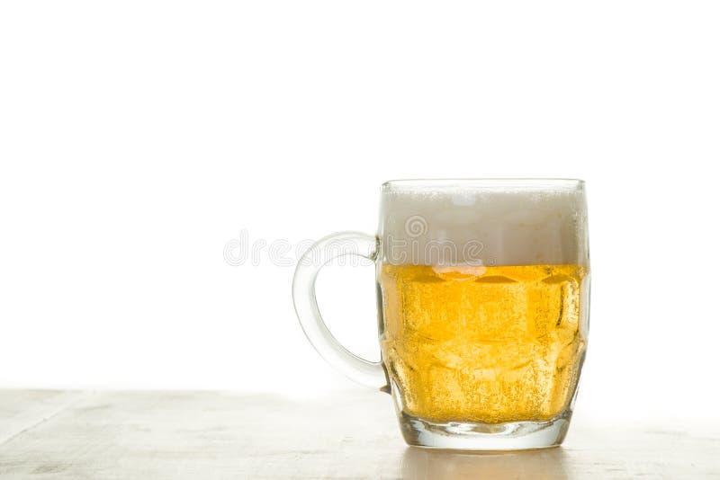 Пиво на белизне стоковая фотография rf