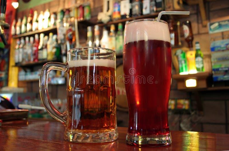 пиво пожалуйста 2 стоковое фото