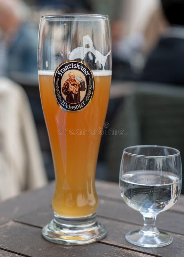Пиво пшеницы Franziskaner стоковая фотография