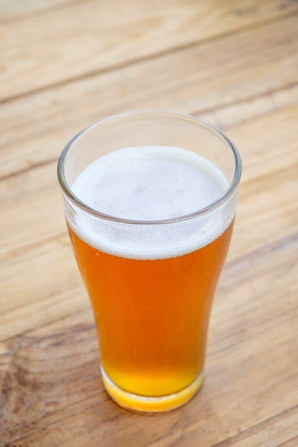 Пиво ремесла в стекле стоковые фото