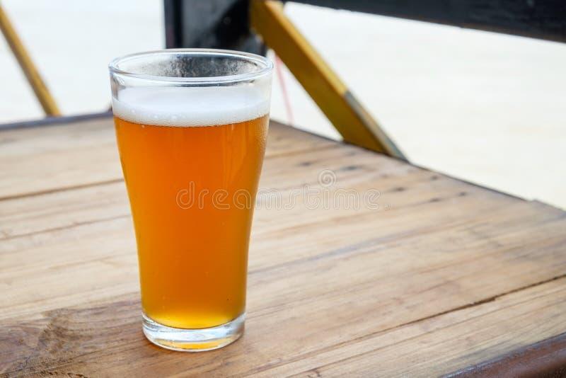 Пиво ремесла в стекле стоковая фотография rf