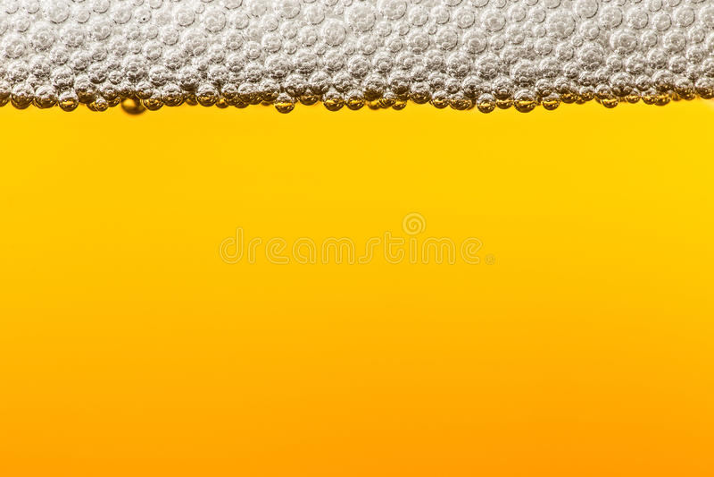 Пиво с пеной Макрос стоковые фотографии rf