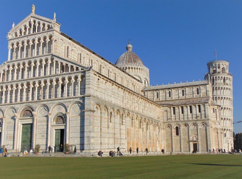 Пиза Тоскана Италия собор полагаясь башня pisa стоковые изображения rf