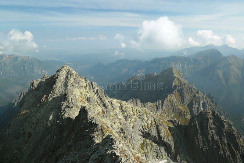 Пики над долиной в горах Tatra стоковые изображения rf