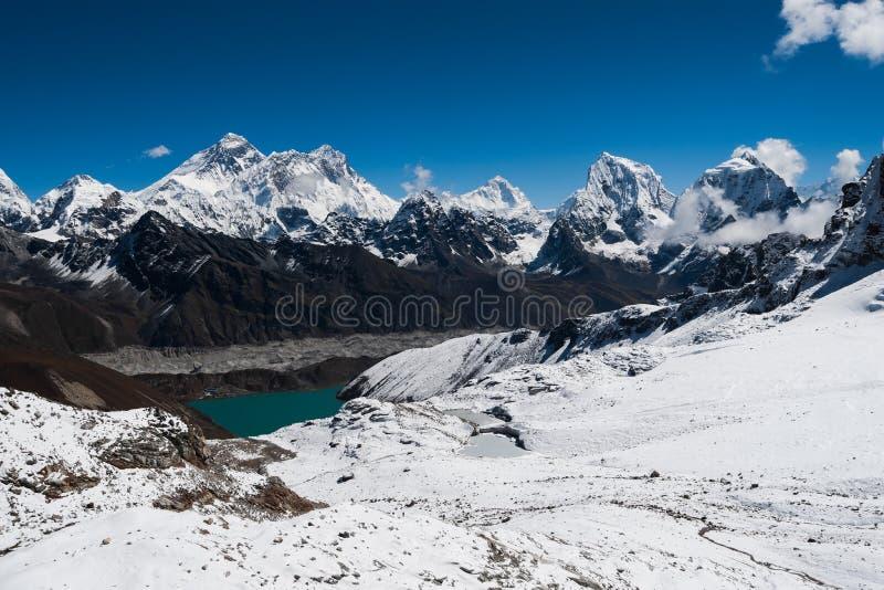 Пики от пропуска Renjo: Эверест, Makalu, Lhotse, Cholatse стоковое фото rf